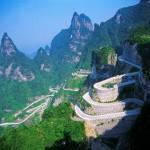 Imagine inedita cu un drum spectaculos din China